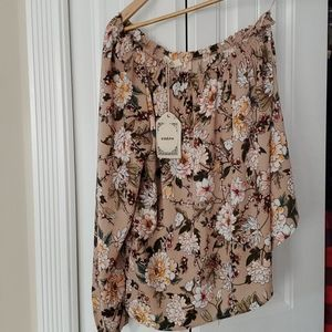 Entro off the shoulder sleeve blouse